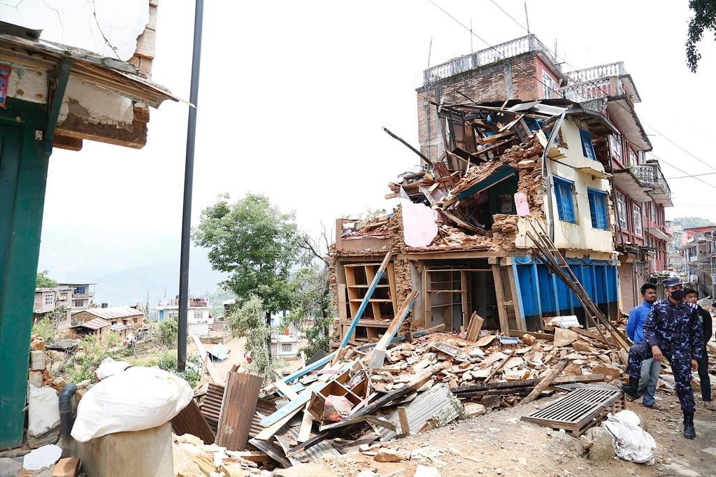 erdbeben-nepal-kaputtes-haus